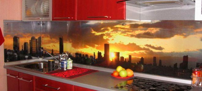 Дизайн стеклянных стеновых панелей для кухни