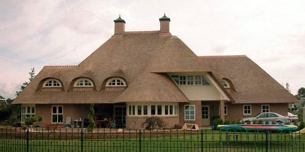 Необычные крыши домов крыша из камыша
