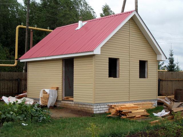 Каркасную баню можно обшивать любым фасадным материалом.