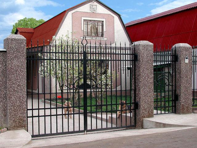 Простые и лаконичные ворота.