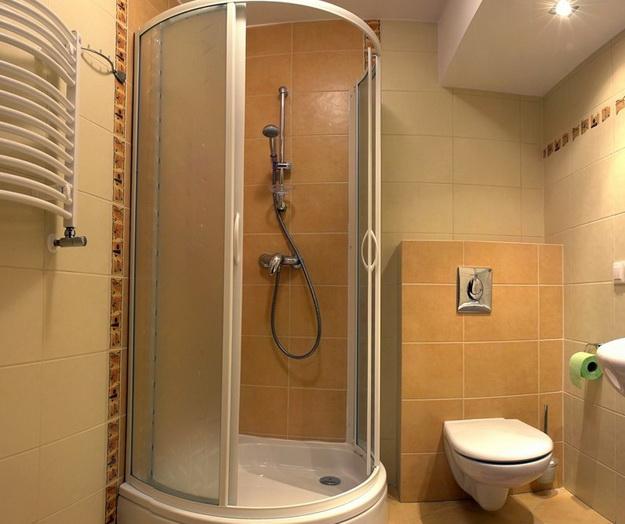 12 Интерьер ванной комнаты с кабиной 9