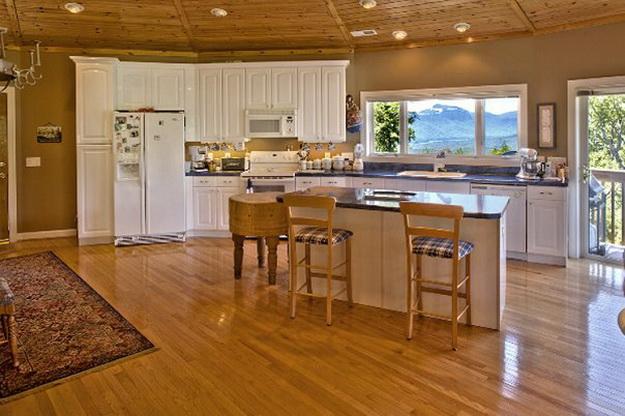 Интерьер дома из оцилиндрованного бревна - смотрим варианты 8
