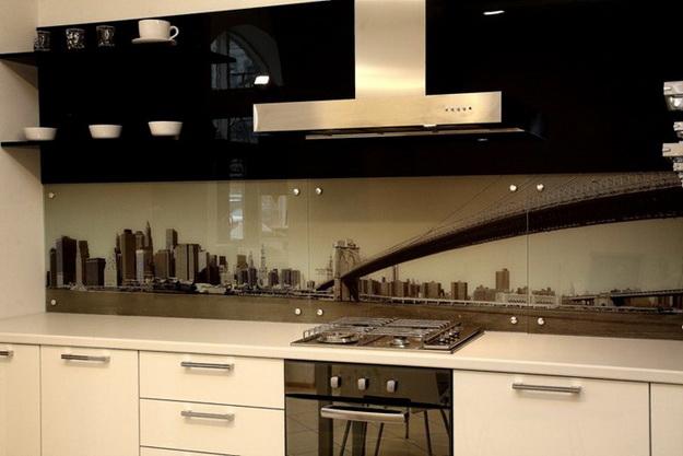 Стеновая панель для кухни - пластик в классическом кухонном интерьере 4