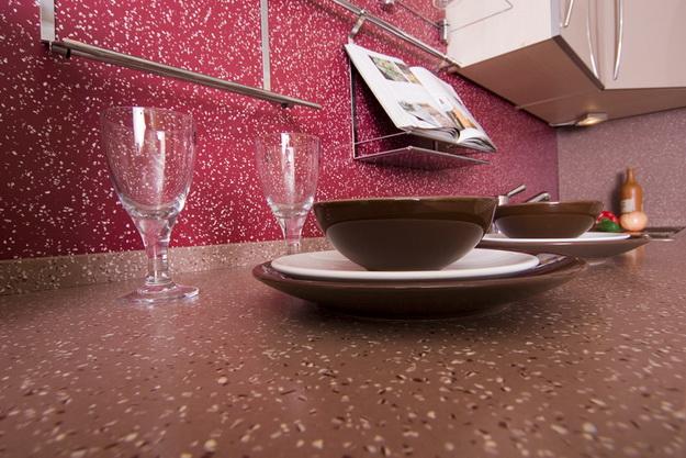 Стеновая панель для кухни - пластик в классическом кухонном интерьере 7