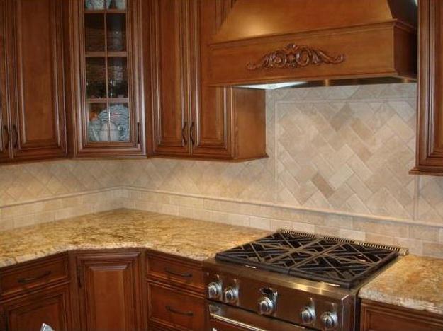 Стеновая панель для кухни - пластик в классическом кухонном интерьере 8
