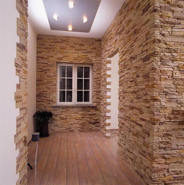 Отделка декоративным камнем коридора и прихожей 2