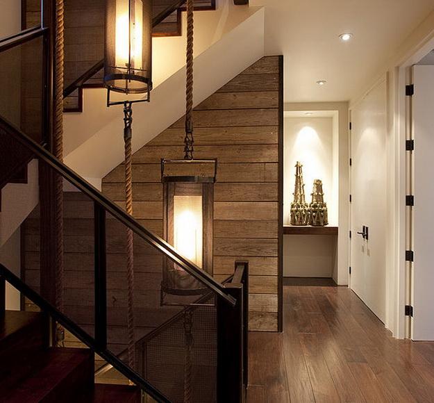 Оригинальная подсветка лестницы между этажами в частном доме 5