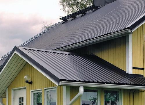 Чем лучше и дешевле покрыть крышу частного дома 3