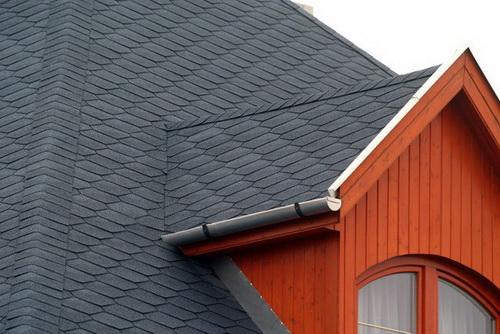 Чем лучше и дешевле покрыть крышу частного дома 4