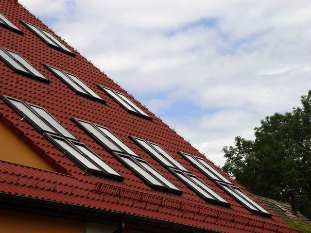 Двускатные крыши дают простор для фантазии проектировщика