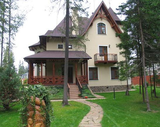 Крыши современных домов часто отличаются сложными схемами и комбинированными кровельными поверхностями