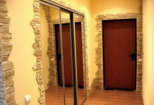Отделка камнем в интерьере прихожей и коридора 1