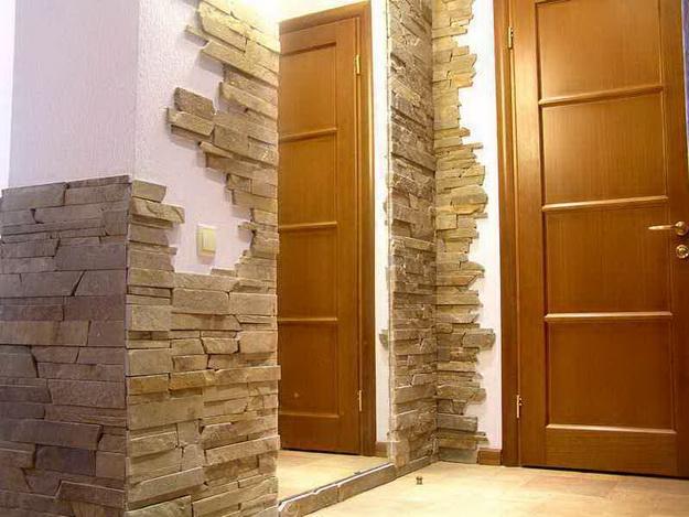 Отделка камнем в интерьере прихожей и коридора 2