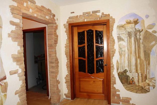 Отделка камнем в интерьере прихожей и коридора 7