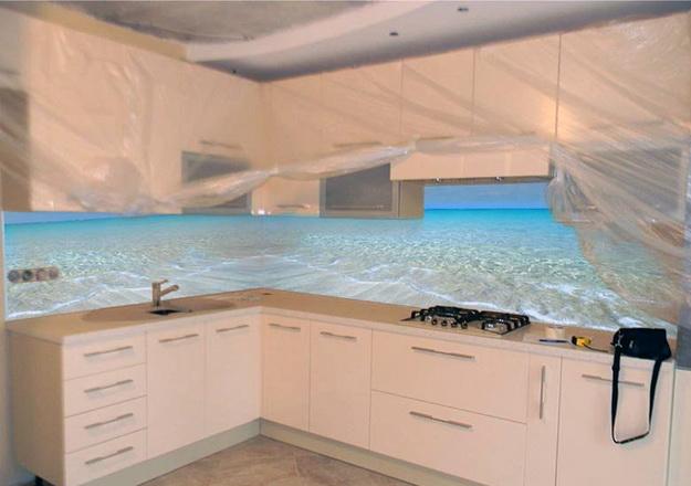 Стеновая панель для кухни - пластик в классическом кухонном интерьере 3