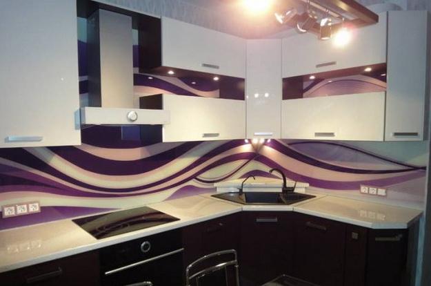 Дизайн стеклянных стеновых панелей для кухни 5