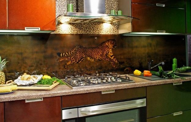 Дизайн стеклянных стеновых панелей для кухни 7