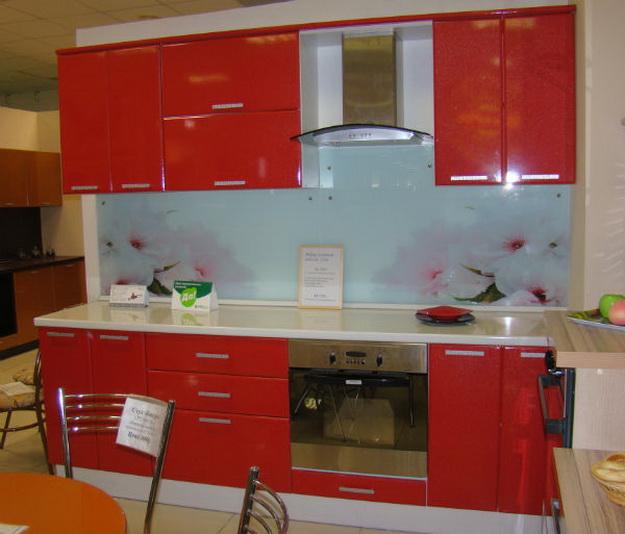 Дизайн стеклянных стеновых панелей для кухни 8