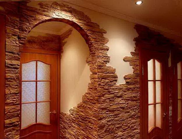 Отделка декоративным камнем коридора и прихожей 5