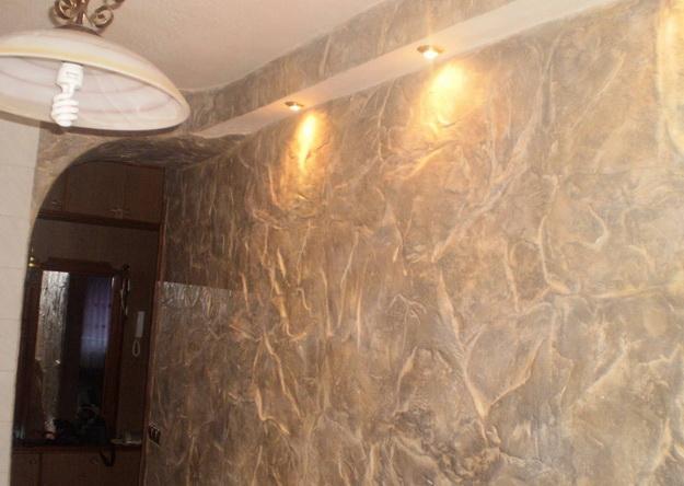 Отделка декоративным камнем коридора и прихожей 8