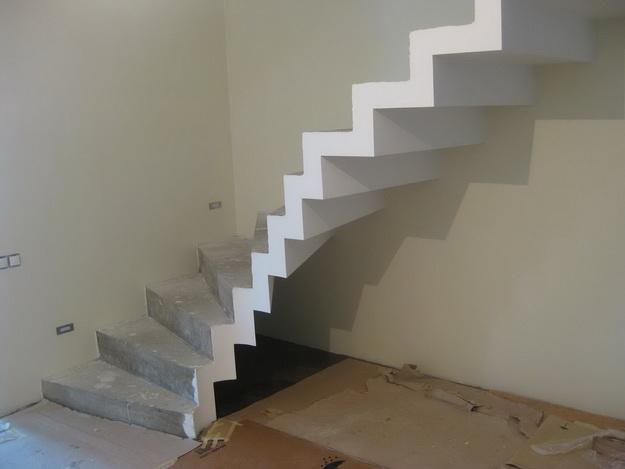 Оригинальная подсветка лестницы между этажами в частном доме 7