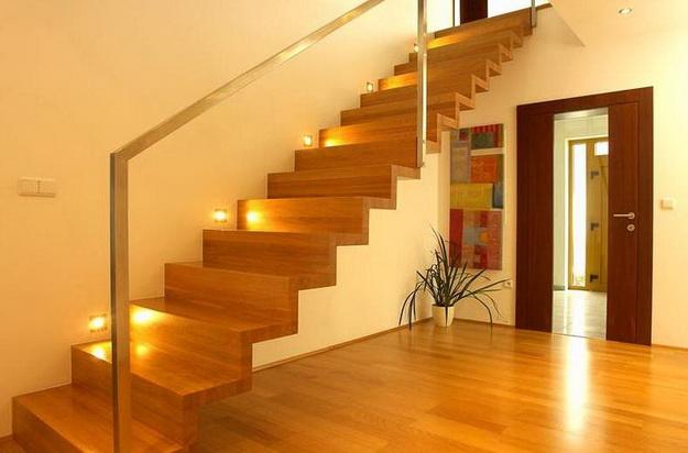 Оригинальная подсветка лестницы между этажами в частном доме 8
