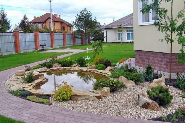 Ландшафтный дизайн небольшого участка перед домом - варианты и интересные решения 1